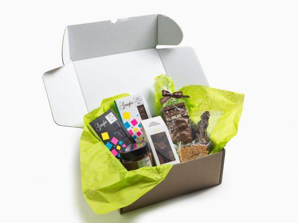 Box découverte expédiable composée de :1 pavé d'Alsace, 2 tablettes de chocolat, 1 choco à croquer, 1 pâte à tartiner et 2 sucettes chocolat